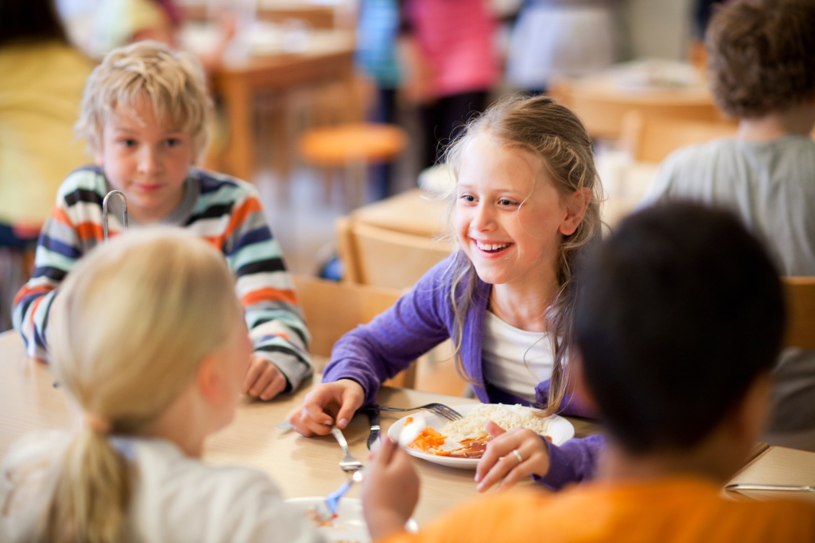 Children eating at the school diner